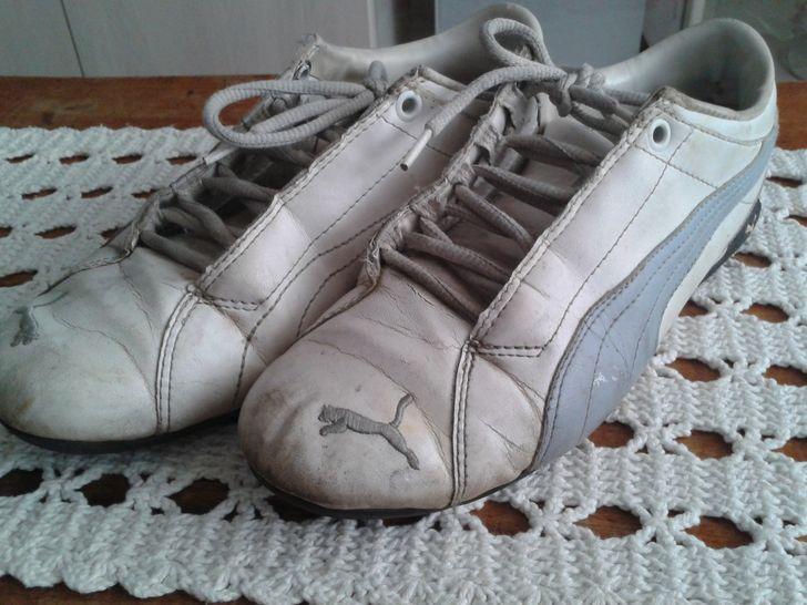 szakadt cipő